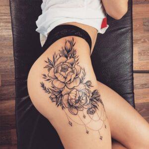 Tattoo Prisberegner beregner prisen på din næste tatovering som kvinden på billedets lår tatovering